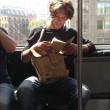 Ragazzi sexy che leggono in metro: FOTO spopolano su Instagram4