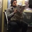 Ragazzi sexy che leggono in metro: FOTO spopolano su Instagram 9