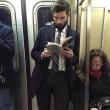 Ragazzi sexy che leggono in metro: FOTO spopolano su Instagram 12