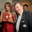 Elisabetta Canalis resta a seno nudo durante ballo a Vienna 05