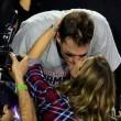 Super Bowl, New England Patriots vincono: Tom Brady bacia Gisele Bundchen03