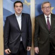 Tsipras preso per mano da Junker: accoglienza calorosa a Bruxelles05