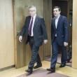 Tsipras preso per mano da Junker: accoglienza calorosa a Bruxelles04