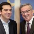 Tsipras preso per mano da Junker: accoglienza calorosa a Bruxelles03