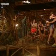 Isola dei famosi, Katarina Raniakova bacia Alex Belli. E Cristina Buccino.. (1)