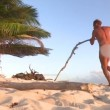 Rocco Siffredi nudo a Playa Desnuda alle prese con i tronchi FOTO (1)