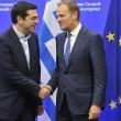 Tsipras con il polacco Donald Tusk, presidente del Consiglio Europeo (LaPresse)