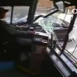 VIDEO YouTube - Colpo di sonno al volante: autista bus si schianta contro 6 auto4
