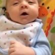 """neonato di sole 7 settimane dice """"ciao"""". E' la sua prima parola02"""