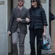 Maria Grazia Cucinotta shopping a Milano con un amico