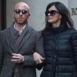 Maria Grazia Cucinotta shopping a Milano con un amico02