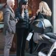 Maria Grazia Cucinotta shopping a Milano con un amico04