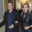 Varoufakis, ecco la moglie Danae Stratou: passeggiata in jeans a Cernobbio FOTO