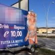 """Cartello night offre """"drink 10 euro con ragazza"""" FOTO: proteste a Civitanova 02"""
