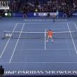 VIDEO YouTube, bambino fa il pallonetto a Roger Federer