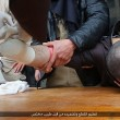 Isis taglia mani ai ladri FOTO. Prima fascia braccia e imbottisce di antidolorifici03