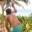 """Prova specchio sull'Isola, Rocco Siffredi controlla il pacco: """"C'è sempre..."""" 05"""