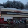 Russia, incendio in centro commerciale a Kazan: 4 morti, 15 dispersi tra macerie 6
