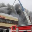 Russia, incendio in centro commerciale a Kazan: 4 morti, 15 dispersi tra macerie 4