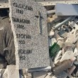 Roma, lapidi del cimitero gettate in discarica abusiva su via Prenestina6