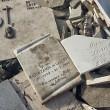 Roma, lapidi del cimitero gettate in discarica abusiva su via Prenestina05