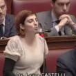 """VIDEO YouTube: Laura Castelli (M5s) a Renzi: """"Alzi la testa quando deputato le parla""""5"""