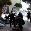 Los Angeles, polizia uccide senzatetto con 5 colpi di pistola05
