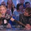VIDEO YouTube: Madonna si masturba in tv, vignettista Charlie Hebdo tira fuori pene05