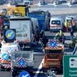 Scontro camion-pullman di studenti sulla A4: 50 persone coinvolte, nessun morto