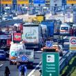 Scontro camion-pullman di studenti sulla A4: 50 persone coinvolte, nessun morto 02
