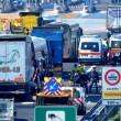 Scontro camion-pullman di studenti sulla A4: 50 persone coinvolte, nessun morto 04