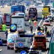 Scontro camion-pullman di studenti sulla A4: 50 persone coinvolte, nessun morto 08