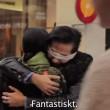 """VIDEO YouTube: """"Sono musulmano: abbracciami"""". Esperimento sociale in strada a Stoccolma5"""