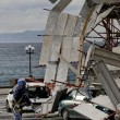 Napoli, impalcatura crolla su auto in sosta in via Cesario Console FOTO