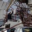 Napoli, impalcatura crolla su auto in sosta in via Cesario Console FOTO2