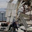 Napoli, impalcatura crolla su auto in sosta in via Cesario Console FOTO4