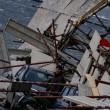 Napoli, impalcatura crolla su auto in sosta in via Cesario Console FOTO5