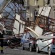Napoli, impalcatura crolla su auto in sosta in via Cesario Console FOTO6