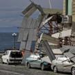 Napoli, impalcatura crolla su auto in sosta in via Cesario Console FOTO8