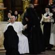 """Papa Francesco assediato dalle suore. Sepe: """"E chesto so 'e clausura..."""""""