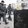 Putin raffigurato come Hitler06