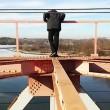 VIDEO YouTube: si arrampica su ponte e tocca cavo da 30mila volt, 14enne muore folgorato03