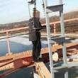 VIDEO YouTube: si arrampica su ponte e tocca cavo da 30mila volt, 14enne muore folgorato4