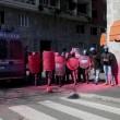 Milano, studenti in corteo lanciano uova e vernice contro polizia VIDEO-FOTO 4