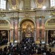 Tunisi, Orazio Conte e Antonella Sesino: funerali Torino, applauso accoglie feretri 05