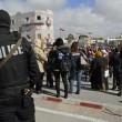 """Tunisi, marcia coi leader contro il terrore. Renzi: """"Non gliela daremo vinta""""05"""