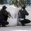 Tunisi: assalto Isis ai turisti, morti e ostaggi. Ci sono italiani09