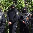 Tunisi: assalto Isis ai turisti, morti e ostaggi. Ci sono italiani08
