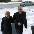 Yanis Varoufakis, ministro delle Finanze, con la moglie Danae Stratou (LaPresse)