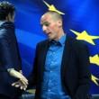 Il polemico finale del primo incontro fra il capo dell'Eurogruppo Jeroen Dijsselbloem e Yanis Varoufakis (LaPresse)